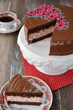 A light and tasty cake. The cake consists of two chocolate loaves, a k . Mini Desserts, German Baking, Spice Cake Recipes, Strawberry Cake Recipes, Yogurt Cake, Gateaux Cake, Fall Cakes, Salty Cake, Tea Cakes