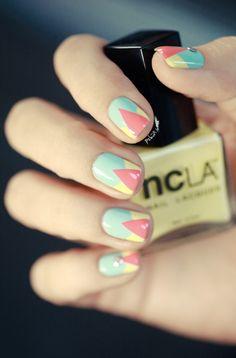 Un joli nail art très facile à réaliser dans les tons pastels, idéal pour le printemps ou l'été !!! Tiré du blog de pshiiit.