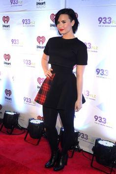 Demi Lovato Photos - Demi Lovato attends FLZÂ's Jingle Ball 2014 at Amalie Arena on December 2014 in Tampa, Florida. - Backstage at FLZ's Jingle Ball Cute Fashion, Skirt Fashion, Women's Fashion, Radios, Demi Lovato Twitter, Demi Lovato Heart Attack, Divas, Demi Lovato Style, Demi Lovato Pictures