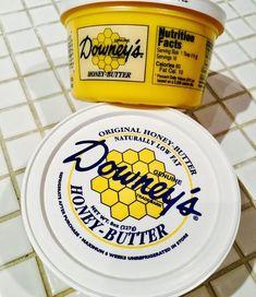 種類豊富な輸入食品とビッグサイズのフードがそろうコストコ。新商品も続々と入荷し、数々のヒットを生んでいますよね。今回ご紹介したいのは「ダウニーズハニーバター」。はちみつとバターという禁断の組み合わせがたまらない万能調味料なんですよ♩ Honey Butter, Serving Size, Nutrition, Sweets, The Originals, Cooking, Food, Drinks, Recipes