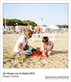 Moments capturés lors d'Un Violon sur Le Sable2012, célébrant la passion de Baume et Mercier pour la vie en bord de mer, les valeurs familiales et l'élégance décontractée.