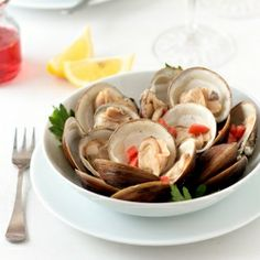Light and easy lunch of steamed clams in white wine and garlic.
