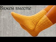 slippers for women Crochet Socks, Knitting Socks, Free Knitting, Crochet Baby, Knitted Hats, Crochet Motifs, Filet Crochet, Mitten Gloves, Mittens