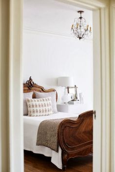 Cheap Home Decor .Cheap Home Decor French Country Bedrooms, Farmhouse Bedrooms, Country French, Modern Country, Country Living, Wood Beds, Elegant Homes, Beautiful Bedrooms, Beautiful Beds