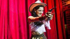 Burlesco western na Honky Tonk Party | Universo Retro