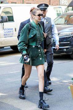 Bella Hadid New York Street style Bella Hadid Outfits, Bella Gigi Hadid, Bella Hadid Style, Outfits With Hats, Mode Outfits, Fashion Outfits, Fashion Fashion, Street Style 2018, Model Street Style