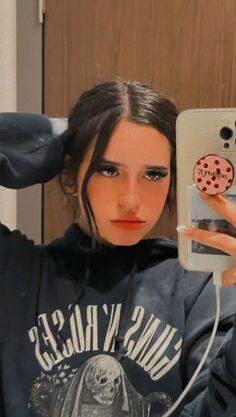 Cute Girl Pic, Cute Girls, Malia Jones, Petsch, Kawaii Disney, Girl Pictures, Instagram, Celebrities, Iphone 7