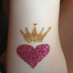 Great heart and crown tattoo! Hair Tattoos, Body Art Tattoos, I Love Heart, Alice In Wonderland Party, Tattoo Parlors, Glitter Hair, Creative Makeup, Party Makeup, Face Art