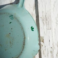 47750c07a Vintage Cast Iron & Enamel Skillet for Rustic Country Decor and Kitchen