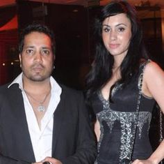 A HT Mumbai report says that Mika Singh might be dating the model and Big Brother season 2012 housemate Deana Upal. Mika Singh, Bollywood Wedding, Love Again, Celebrity Weddings, Wedding Trends, Real Weddings, Bride, Celebrities, Model