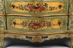 Lacca Povera Venetian Commode  , 19th Century, Floral Reserves