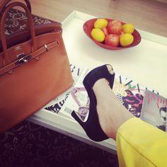 Perfect combination : Hermes Birkin, black heel with yellow pants