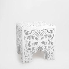 Mesa pequena rendilhada (conjunto de 2) - Móveis Auxiliares   Zara Home Portugal 99,99 €