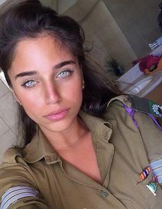 Photos of Cute Girls pics) Idf Women, Military Women, Brave Women, Real Women, Gorgeous Eyes, Gorgeous Women, Israeli Female Soldiers, Mädchen In Uniform, Israeli Girls