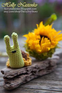 Crocheted Snail Sunflower