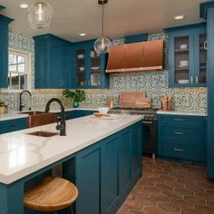 Designers Share Their Top Choices for Kitchen Floors Teal Kitchen Cabinets, Kitchen Cabinet Colors, Kitchen Colors, Kitchen Design, Small Kitchen Redo, Cabin Kitchens, Kitchen Trends, Kitchen Flooring, Kitchen Remodeling