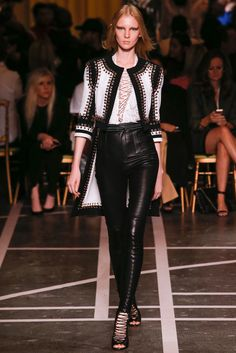 See all the Collection photos from Givenchy Spring/Summer 2015 Ready-To-Wear now on British Vogue Fashion Week Paris, Runway Fashion, Spring Fashion, High Fashion, Fashion Show, Womens Fashion, Fashion Design, Fashion Trends, Fashion Weeks