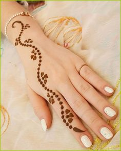 Mehndi Design Offline is an app which will give you more than 300 mehndi designs. - Mehndi Designs and Styles - Henna Designs Hand Finger Henna Designs, Mehndi Designs For Beginners, Mehndi Designs For Fingers, Latest Mehndi Designs, Bridal Mehndi Designs, Mehndi Art Designs, Simple Mehndi Designs, Mehndi Simple, Henna For Beginners