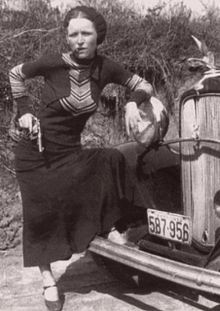 Crown Hill Memorial Park: Resting place of Bonnie Parker Bonnie Clyde, Bonnie Parker, Bonnie And Clyde Death, Old Pictures, Old Photos, Vintage Photos, Vintage Photographs, Vintage Ads, Mafia