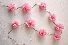 tissue paper flower garland                                                                                                                                                                                 Más