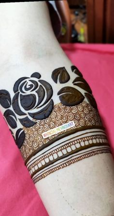 Quick Tips for Selection of Mehndi Dress Rose Mehndi Designs, Khafif Mehndi Design, Indian Henna Designs, Henna Art Designs, Mehndi Designs 2018, Mehndi Designs For Beginners, Modern Mehndi Designs, Dulhan Mehndi Designs, Mehndi Design Pictures