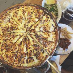 Five cheesw pizza
