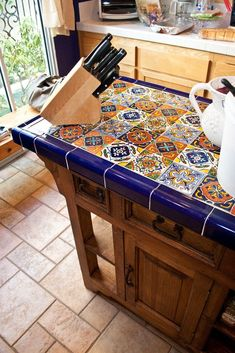 Beautiful Mexican tile island and prep table. Maybe not Mexican tile though? Küchen Design, House Design, Rustic Design, Mexican Home Decor, Mexican Style Homes, Mexican Kitchen Decor, Hacienda Kitchen, Spanish Kitchen Decor, Fiesta Kitchen