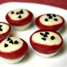 30-Calorie Frozen Yogurt Cupcakes. Yogurt, puree strawberriess & bananans, top with more yogurt & chocolate chips