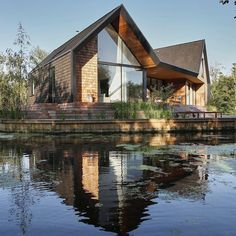 A new detached home designed by Platform 5 Architects replaces an outdated bungalow on a promontory in a secluded lagoon in the Norfolk broads, providing practice director, Patrick Michell with a family home. Bungalow, Clad Home, Tiny House Plans, Modern House Design, Loft Design, Patio Design, Style At Home, Exterior Design, Future House