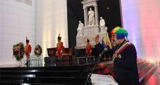 ¡ULTRAJANDO LEGADO, MEMORIA, Y RESTOS DE BOLÍVAR! Payaso Maduro preside burlesque  ceremonial en panteón nacional