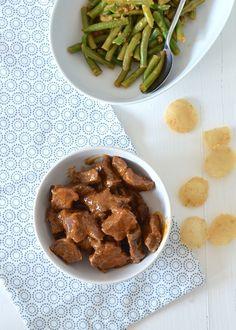 Rendang is een heerlijk stoofpotje van rundvlees gestoofd in kokosmelk en behoort tot één van mijn favoriete Indonesische recepten.