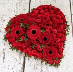 Corazón de rosas con gerberas. Para un gran amor