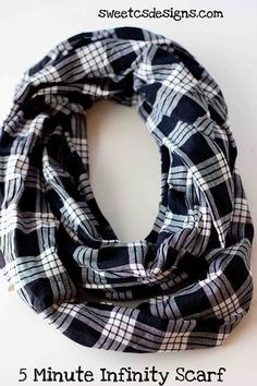 Make an infinity scarf in just five minutes! This is the easiest tutorial for fun, fashionable circle scarves!