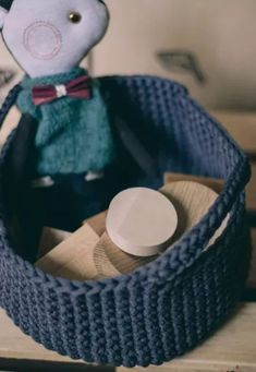 FREE PATTERN for a crochet basket with handles! Crochet handmade basket is perfect as storage box or storage bin. Big storage basket is made of gray. Diy Crochet Patterns, Crochet Patterns For Beginners, Free Crochet, Knit Crochet, Diy Crochet Basket, Crochet Basket Pattern, Nursery Storage Baskets, Laundry Baskets, Macrame Cord