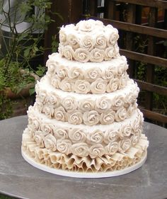 Vegan wedding cakes for allergy sufferers and special diets  Keywords: #veganweddingcakets #jevelweddingplanning Follow Us: www.jevelweddingplanning.com  www.facebook.com/jevelweddingplanning/