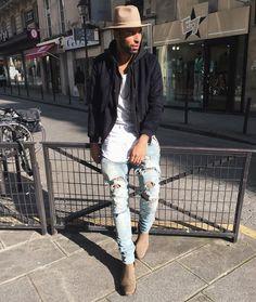 Wat een gave outfit voor de mannen! De hoed maakt al een groot verschil. Je vindt hoeden in de uitverkoop via Aldoor. #mode #heren #mannen #accessoires #hoed #mensfashion #sale #fedora #hat #accessories