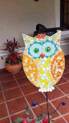 Mosaic Tile Art, Mosaics, Birdhouses, Planter Pots, Garden, Owls, Mosaic Animals, Mosaic Crafts, Crochet Crafts