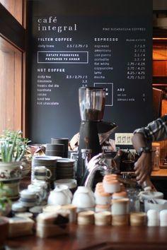 어느 음식점이나 카페를 가던 창업을 위해 여러 가지가 필요하겠지요? 커피잔, 테이블, 의자, 인테리어 소...