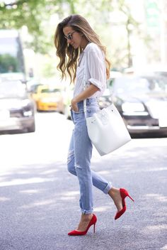 Summer Trend: A Pop Of Red spring / summer - street chic style - street style - summer outfits - casual outfits - white shirt + light wash boyfriend jeans + red suede stilettos + white satchel bag + silver rimmed sunglasses Red Heels Outfit, Heels Outfits, Mode Outfits, Fashion Outfits, Outfits With Red Shoes, White Bag Outfit, Red And White Outfits, Outfit Look, Jeans Fashion