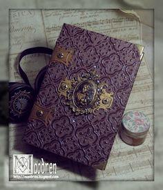 Un livre steampunk (couverture embossée, charnières grungeboard, ...)