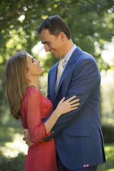 La Princesa Letizia y el Príncipe Felipe, miradas cómplices en posado oficial