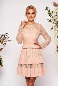 Rochii de seară din dantelă - Cele mai apreciate modele - Tendințele anului 2020 Peplum, Victorian, Dresses, Women, Fashion, Tulle, Vestidos, Moda, Fashion Styles