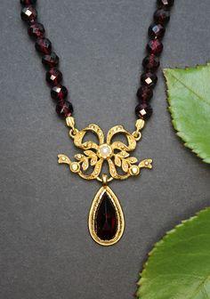 Eleganter Trachtenschmuck: Granatkette für Damen Elegant, Pendant Necklace, Jewelry, Fashion, Rhinestones, Neck Chain, Handmade, Silver, Women's