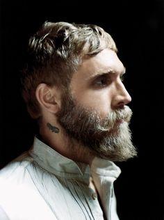 Philip Crangi (how to wear a beard)