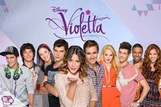 Violetta and the rest of the people...(Maxi,Marco,Francesca,Diego,Violetta,Leon, Ludmila,Andrés,Broadway and Camila)