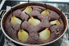Huvilaelämää ja mökkiruokaa: Suklainen päärynä-mantelikakku