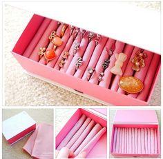 Uma maneira de organizar os anéis é utilizar uma caixa,tecidos e espuma...olha só como fica...