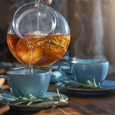 7 pihe-puha kevert sütemény egy óra alatt   Nosalty Cellulite, Golden Milk Tea, Effects Of Green Tea, Lemon Balm Tea, Infusion Bio, Low Calorie Drinks, Healthy Drinks, Reduce Blood Sugar, Improve Gut Health