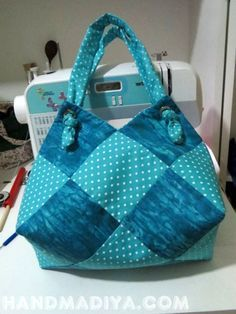 Bag - sack ----------- A beautiful bag - a bag of fabric squares. DIY step-by-step tutorial. Bag Pattern Free, Bag Patterns To Sew, Sewing Patterns, Quilted Bags Patterns, Handbag Patterns, Crochet Patterns, Quilted Tote Bags, Patchwork Bags, Sack Bag