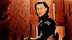 #wattpad #fanfic (TN) ________ es una mujer joven, bella y delicada, sería la chica perfecta si no fuera por una cosa, ella es una esclava. Loki se da cuenta que se siente atraído por la osadía y el coraje de la chica, pero eso será sólo una parte de su ego herido o talvez eso se convierta en otra cosa, otra sensac...